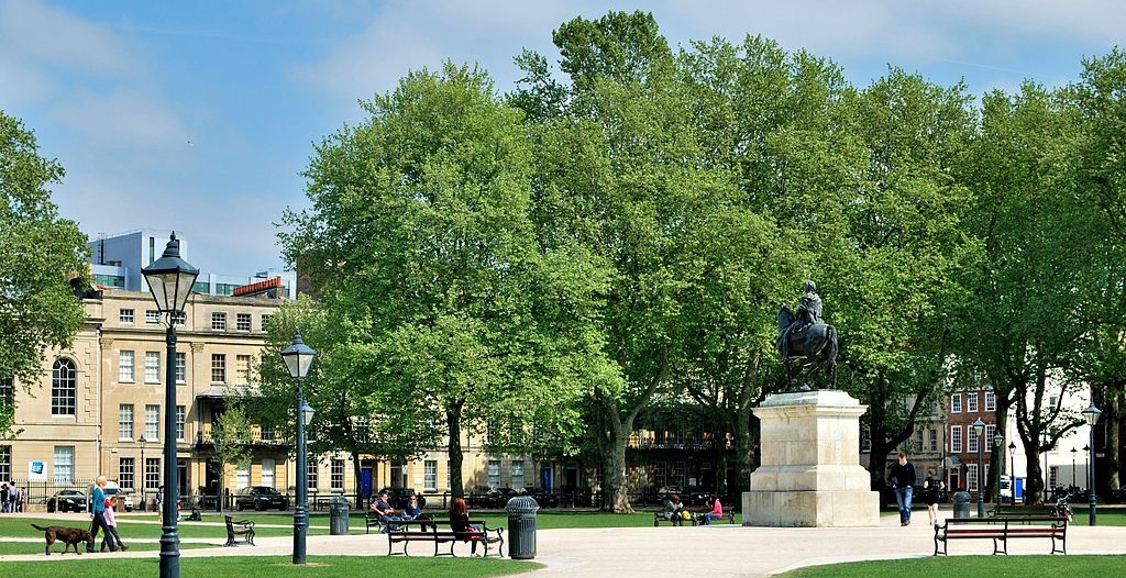 renting in central bristol queen square
